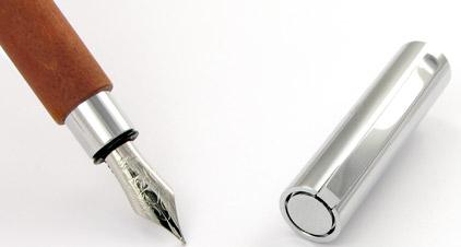 Le stylo plume Ambition Bois de poirier de Faber-Castell - photo.