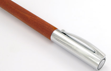 stylo plume en bois