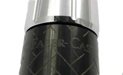 Le stylo bille E-Motion Résine noire type parquet de Faber-Castell - photo.