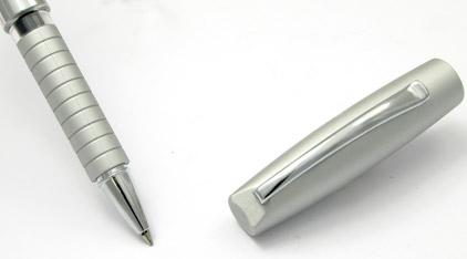 Le roller Basic Métal chromé de Faber-Castell - photo.