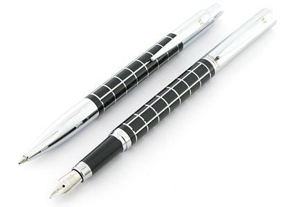 Parure stylo plume/stylo bille Swing noire attributs chromés de Vuarnet - photo.